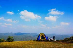 camping sur la montagne photo