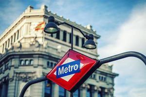 Signe de la station de métro à Madrid photo