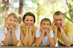 visages de famille heureuse