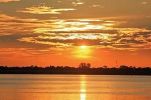 coucher de soleil jaune