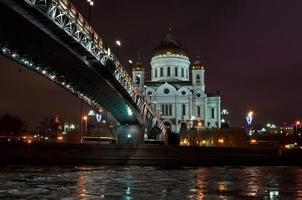 cathédrale du christ sauveur la nuit. photo