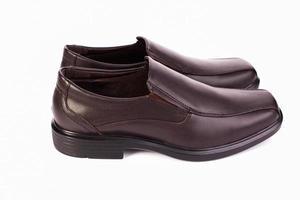 Chaussures pour hommes en cuir marron classique isolés sur fond blanc photo