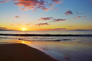 coucher de soleil sur la plage de maui