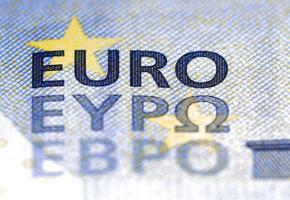 nouveau billet de banque de 5 euros avec une écriture ebpo bulgare ajoutée photo