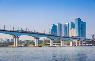 Métro et pont à Hanriver à Séoul, Corée du Sud photo