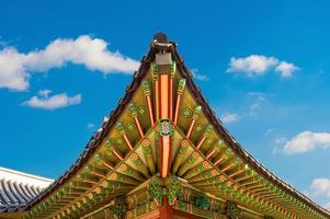 toit du palais de gyeongbokgung à séoul,