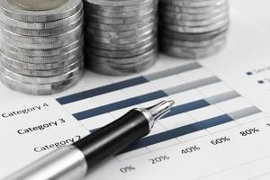 diagramme d'affaires sur le rapport financier avec des pièces photo