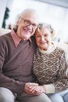 personnes âgées extatiques photo