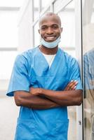 chirurgien jeune et performant.