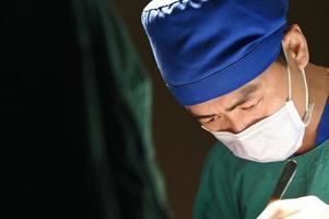 chirurgie vétérinaire en salle d'opération photo