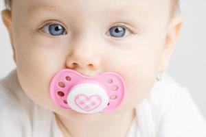 bébé avec sucette photo