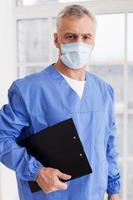 chirurgien confiant. photo