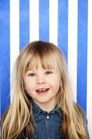 portrait de jeune fille blonde photo
