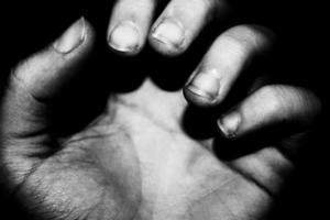 la main se bouchent