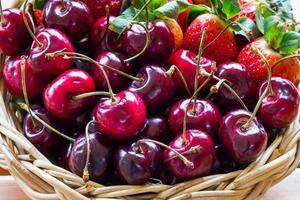 fraises et cerises photo