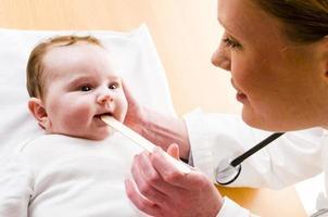 examen de bébé, gros plan photo
