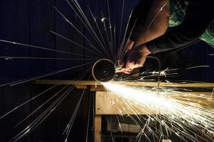 sciage de métal se bouchent photo