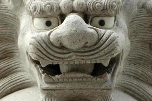 lion de pierre photo