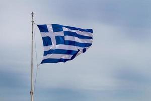 drapeau grec dans le vent photo