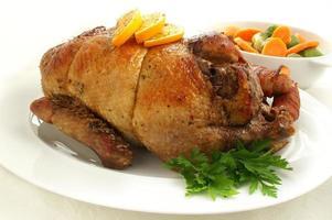 canard rôti aux légumes de saison photo
