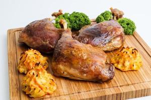 cuisse de canard croustillante rôtie photo