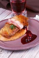 filet de magret de canard rôti au bacon photo