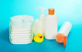 accessoires de toilette et couches pour enfants photo