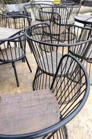 chaise vintage en fer brun ou en métal photo