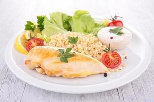 poitrine de poulet et légumes photo