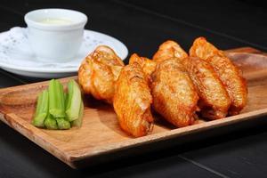 ailes de poulet grillées photo