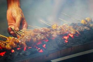 satay grillé dans les rues de jakarta