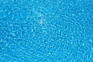l'eau dans la piscine