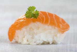 sushi de saumon atlantique frais