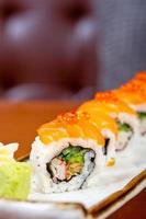 choix d'assortiment de choix de sushi frais photo