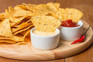 nachos avec diverses sauces