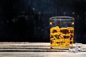 scotch sur fond en bois