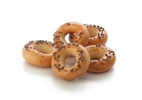 mini craquelins en forme d'anneau avec coquelicot photo
