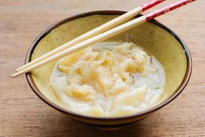 soupe de wonton aux crevettes photo