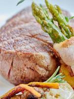 bifteck de surlonge avec salsa de mashroom. photo