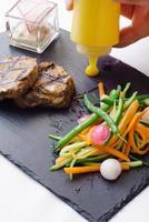 steak aux légumes photo