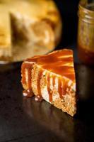 tranche de gâteau au fromage en marbre