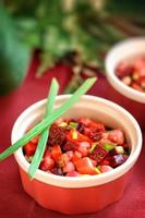 vinaigrette de salade de betteraves aux oignons verts. photo