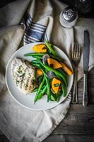 poitrine de poulet grillée avec légumes