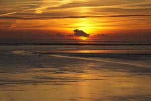 coucher de soleil sur la mer du nord photo