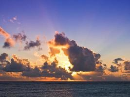 coucher de soleil de waikiki photo