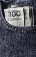 plusieurs poches de jeans de billets de banque polonais photo