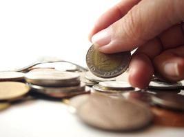 prendre de l'argent, pièce de monnaie baht thaï photo