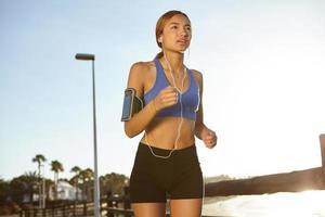 jeune jogger vivant un mode de vie sain