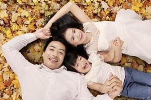 famille, mensonge, automne, feuilles photo