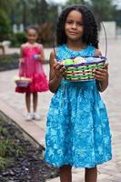 deux jeunes filles à pâques photo